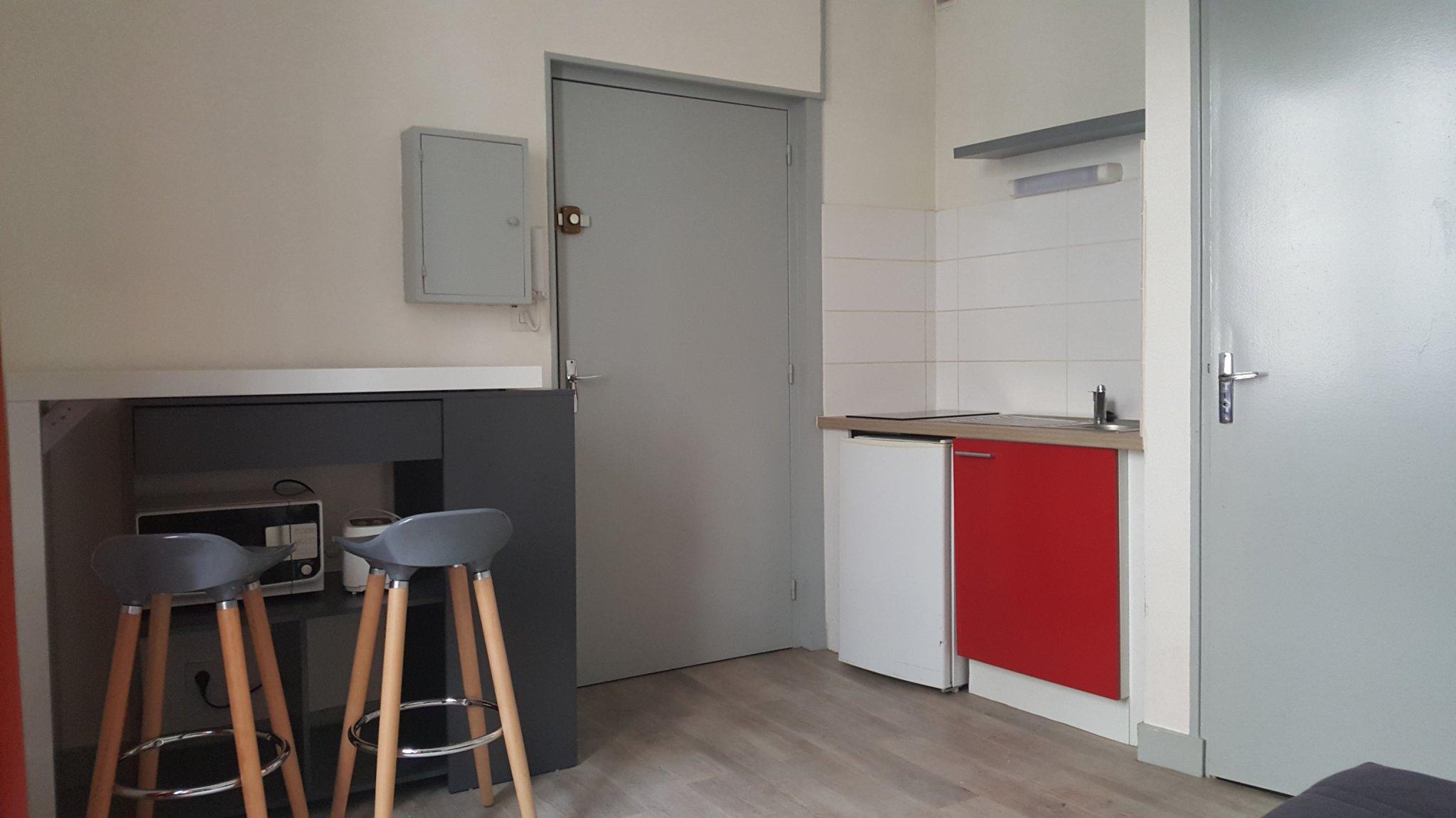 location a louer secteur trois quartier studio poitiers 86000 vienne r673004. Black Bedroom Furniture Sets. Home Design Ideas