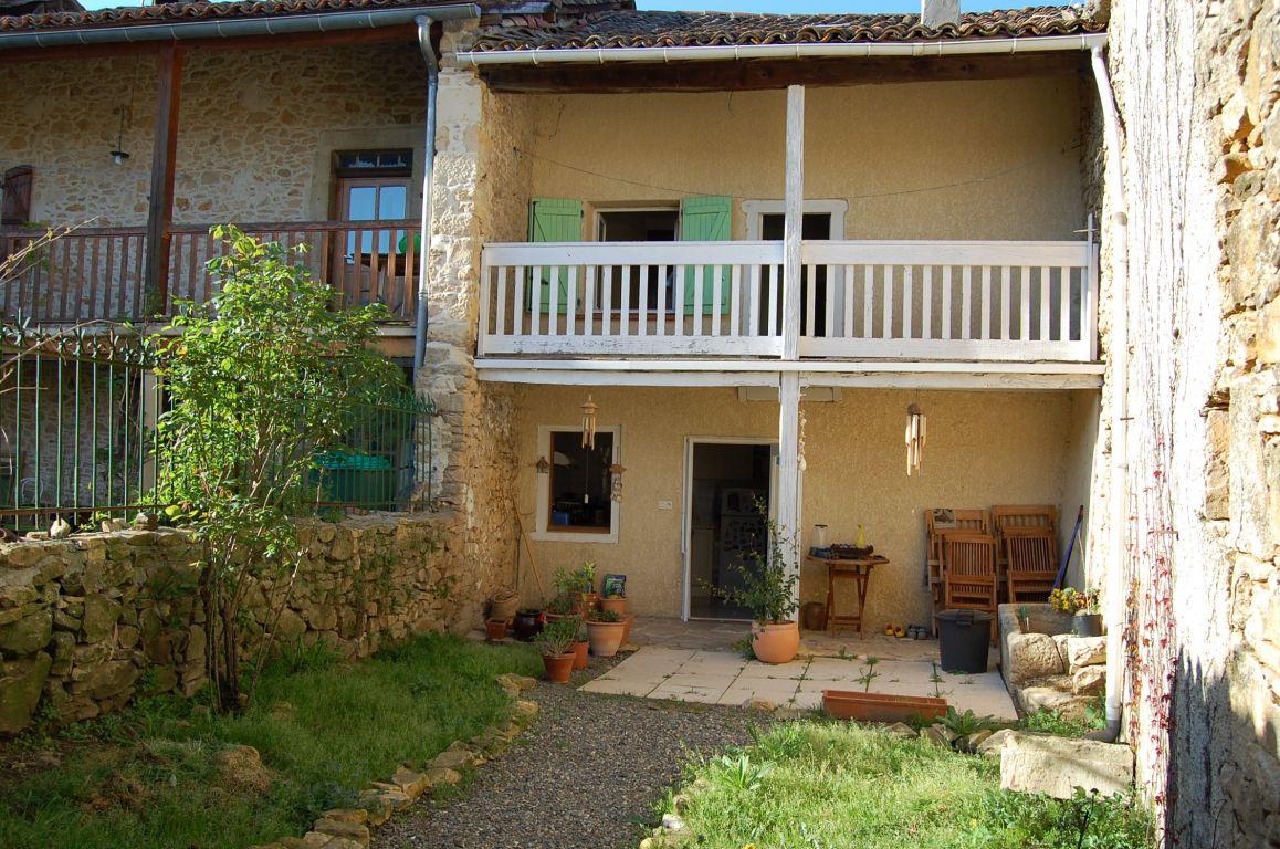 location maison de village t3 avec petit jardin auzas 31360 haute garonne r611698. Black Bedroom Furniture Sets. Home Design Ideas